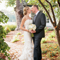 Photo a brida and groom on the Buena Vista grounds